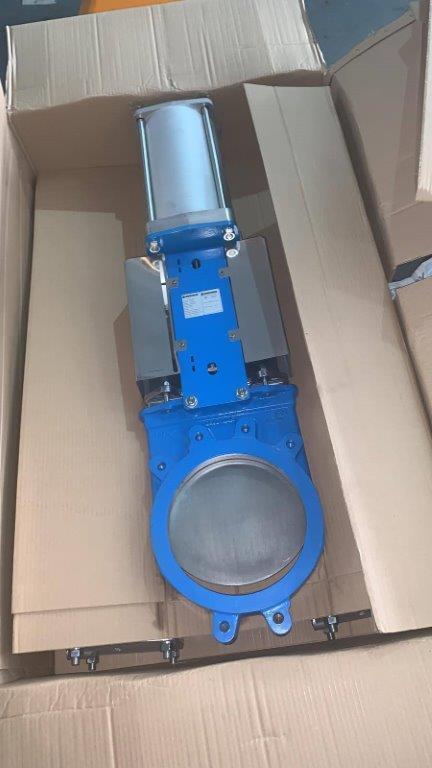 Válvula de guillotina semi lug con actuador neumático